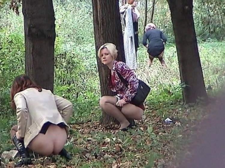 skritaya-kamera-pyanie-na-prirode-masturbatsiya