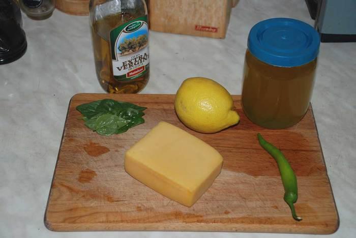 Маринованный твердый сыр