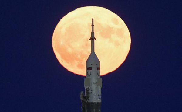 «Союзом» – к Луне! Как тебе такое, Илон Маск?