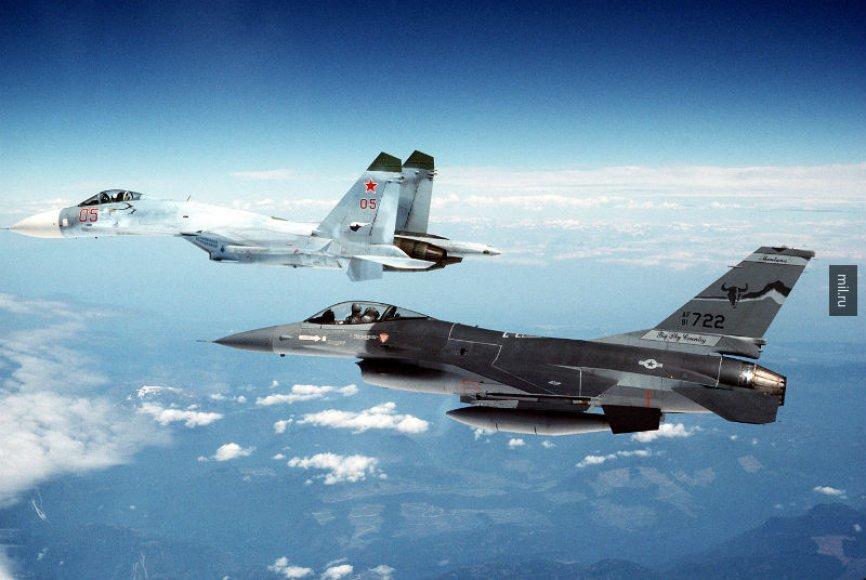 Су-27 перехватил самолет-разведчик США у границ РФ над Черным морем