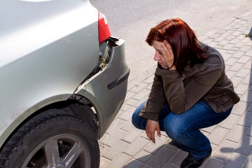 Если машину на парковке ударил неизвестный...