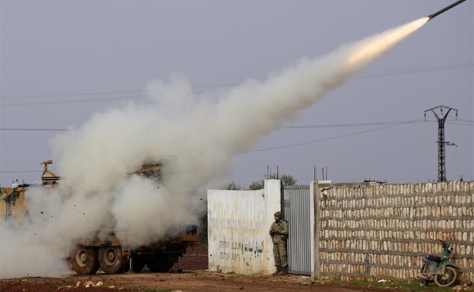 Война в Сирии 2.0: Русские бойцы уже бомбят танки и склады Эрдогана
