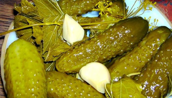 Хрустящие огурчики из бочки — это традиционный рецепт заготовки на зиму. Уксус не используем!