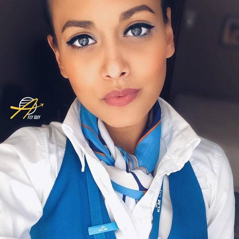 Самые красивые стюардессы, стюарды и пилоты со всего мира