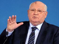 Горбачев призвал Путина обеспечить в России демократию