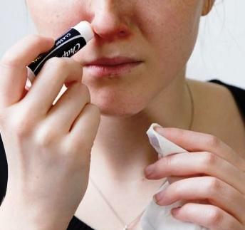 Делимся лучшим — 10 неожиданных способов применения бальзама для губ