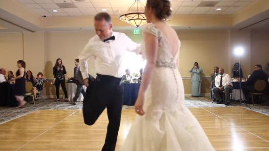 Папа «отжег» на свадьбе дочк…