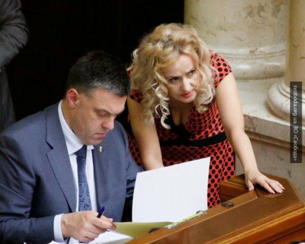 «Рабы упали на колени»: украинка Фарион о скандале с международным языком