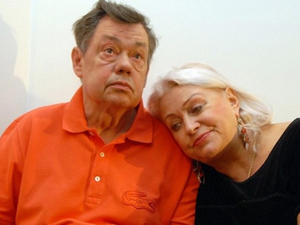 Жена больного раком Караченцова сообщила об уходе от актера
