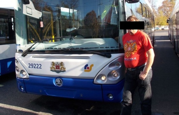 «Патриоты Латвии» хотели наказать водителя занадпись «Россия» намайке