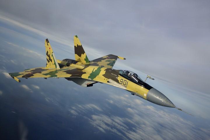 Бесконечные провокации США: американец F-22 трусливо сбежал от русского Су-35 в Ирак