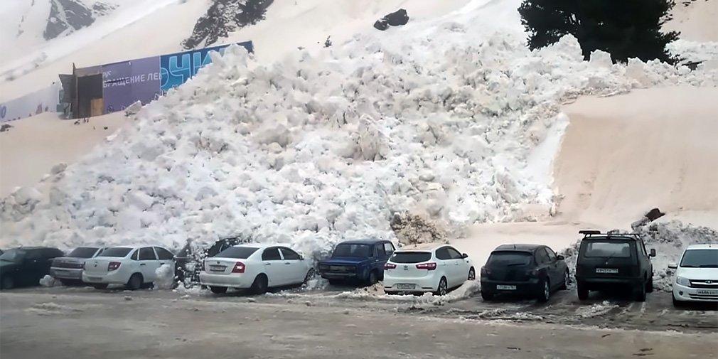 Лавина сошла на парковку в Приэльбрусье