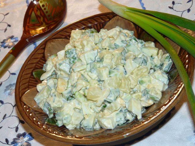 Салат «Домашний» с картофелем и зелёным луком