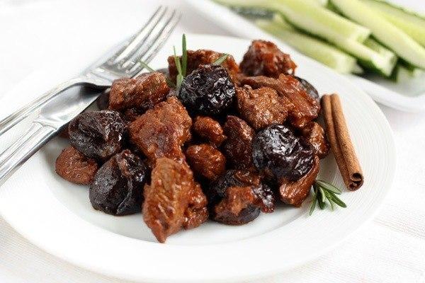 Об этом блюде можно рассказывать часами, но лучше попробовать самим — мясо с черносливом