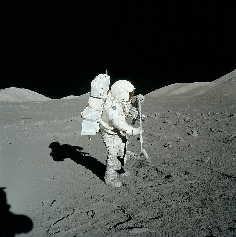 Член-корреспондент РАН рассказал о российской лунной программе и подтвердил реальность высадки американцев