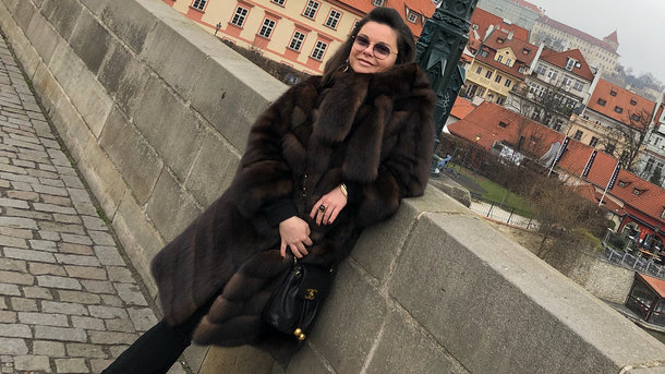 Позор. Наташа Королёва в экстремальном кружевном мини на дне рождении сына