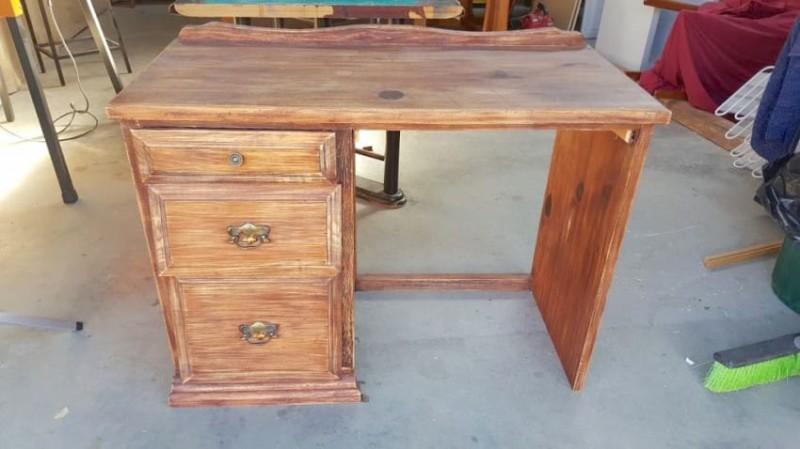 Старый стол превращается в песочницу
