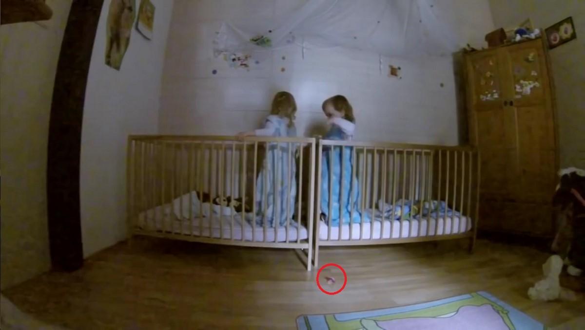По ночам из спальни дочерей-близняшек доносился подозрительный шум...