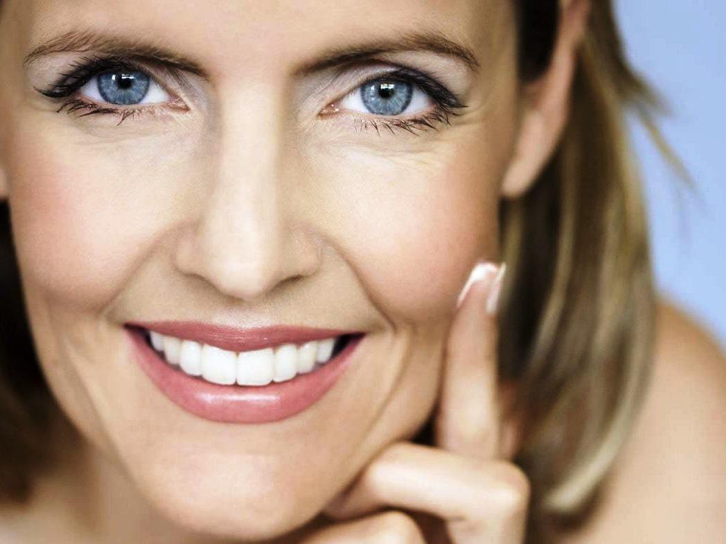 Потрясающие советы визажиста, которые помогут в 50 лет выглядеть на 35