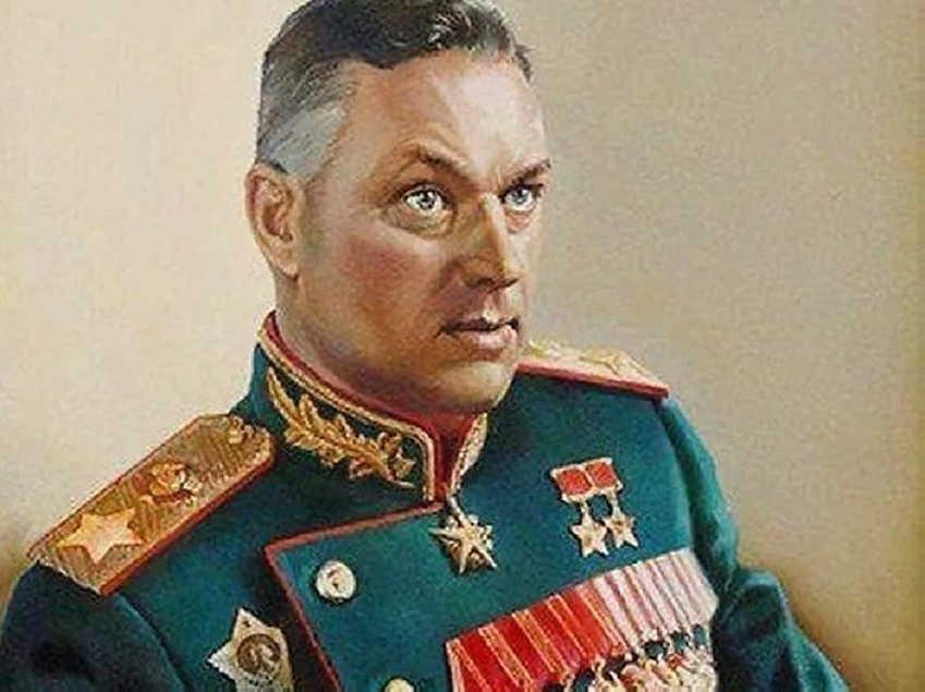 Сменил отчество, отомстил за Чапаева, дважды был под следствием, пленил Паулюса, побывал министром обороны Польши, пережил два покушения и это все он — маршал Рокоссовский