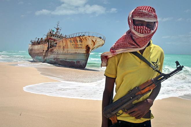 Сомалийские пираты пытались захватить судно, но нарвались на спецназ