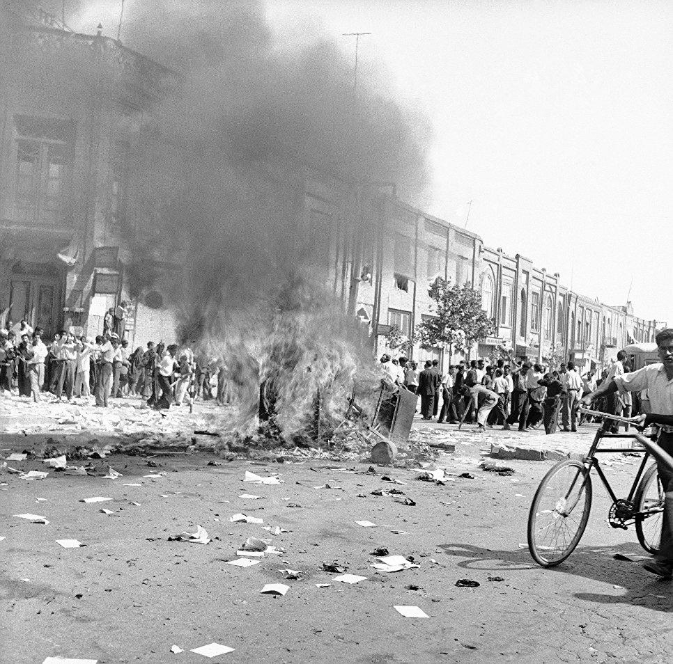 Нефть, беспорядки, убийства: как США впервые свергли режим в другой стране