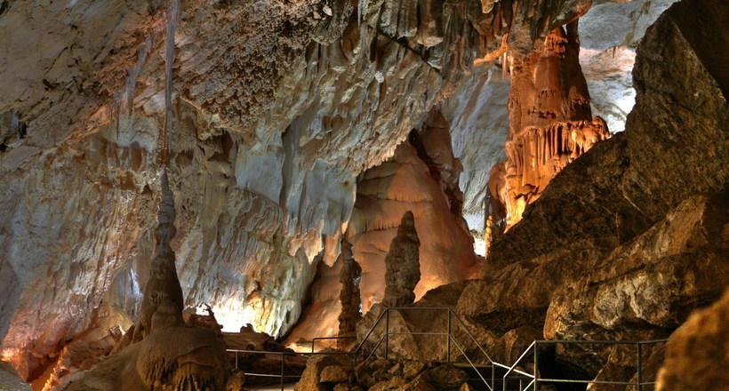Картинки по запросу новоафонская пещера фото