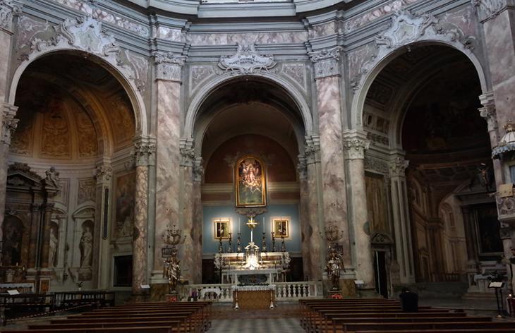 Внутри церкви Святой Екатерины Сиенской