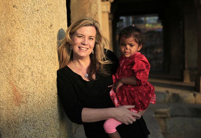 Она удочерила изуродованную девочку, а через полгода полетела к ней на Родину