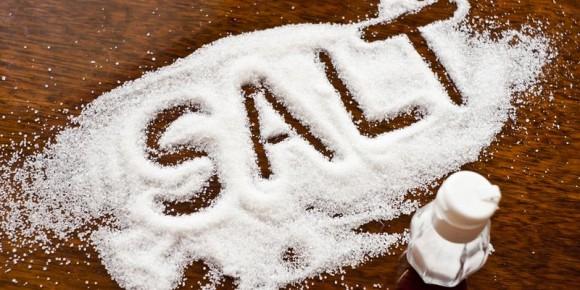 Щепотка соли, рассыпанная на пороге, сделала это…