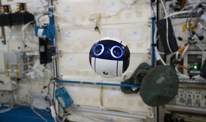 Способный двигаться в невесомости дрон Int-Ball поможет экипажу МКС