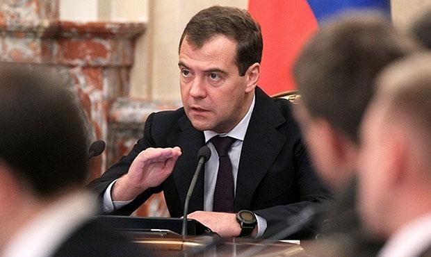 Почему Медведеву как премьер…