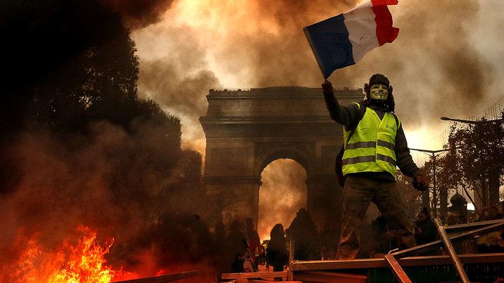 Францию рвут в клочья не под…