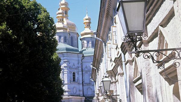 Порошенко хочет передать Константинополю храм с могилой основателя Москвы