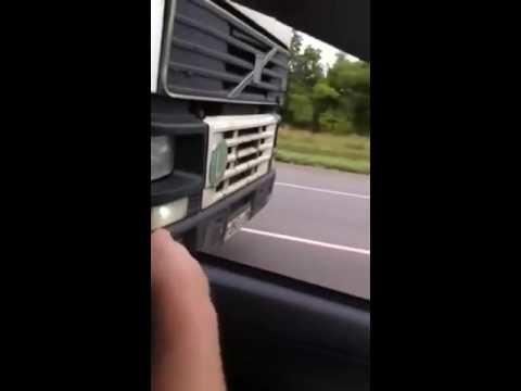 """Тупой водитель чуть не наложил кирпичей когда зажали в """"коробку"""" водители фур"""