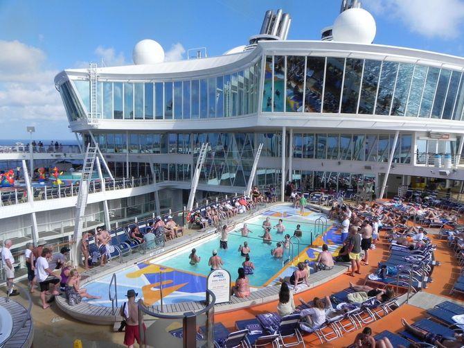 O maior navio do mundo, Allure of the Seas, Piscina