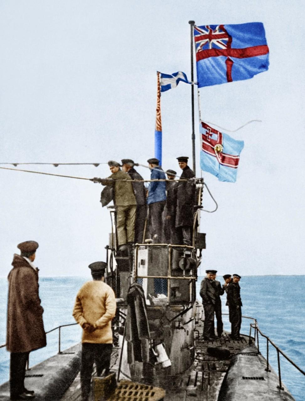 Взятие в плен немецкой подводной лодки U-48 Морским королевским флотом, Эссекс, Харвич, ноябрь 1918 г. архивное фото, колоризация, колоризация фотографий, колоризированные снимки, первая мировая, первая мировая война, фото войны