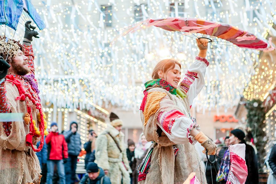 Блины с щучьей икрой и реконструкция кулачных боев на фестивале «Московская Масленица»