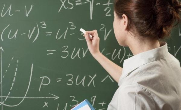 Половина учителей в России не смогла выполнить работу по математике