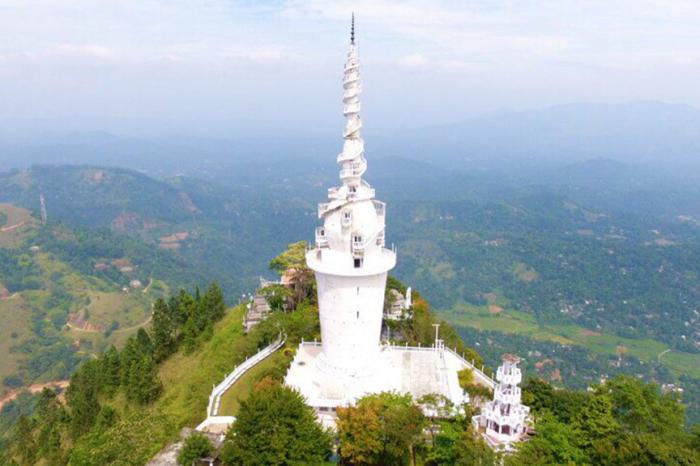 У этой белоснежной башни просто завораживающий вид. /Фото:firebasestorage.googleapis.com/