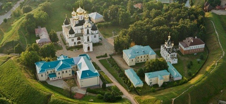 Дмитровский кремль расположен не на холме, а в низине