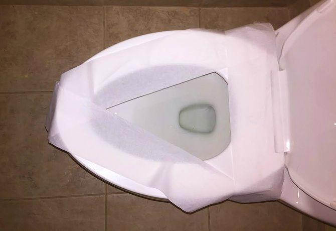 Вот почему нельзя застилать сиденье унитаза туалетной бумагой