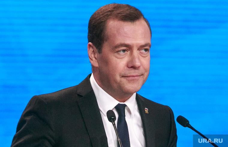 Медведев призвал чиновников подумать о налоге на движимое имущество