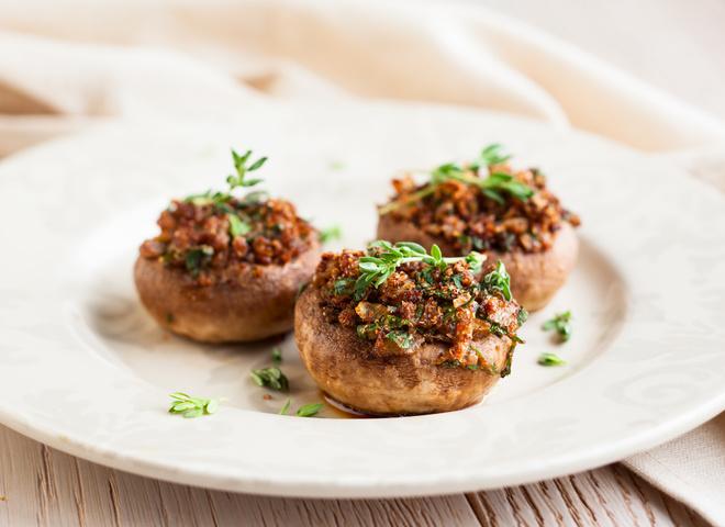 Постные блюда: грибы, фаршированные рисом Басмати