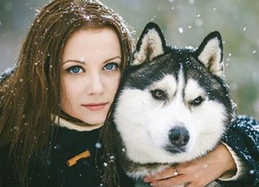 Девушку сбила машина, и водитель отвез ее в лес. Казалось, у нее нет шансов, но тут появился пёс...