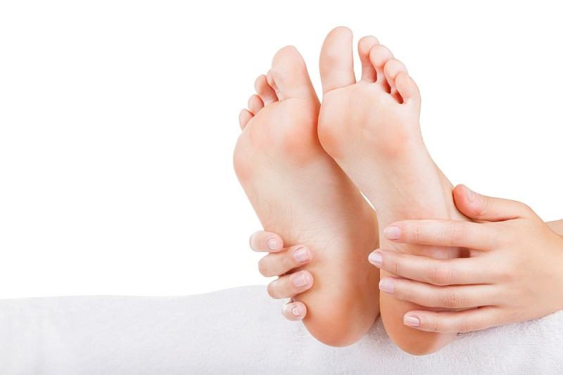 Чтобы ноги долго оставались молодыми и приятными на ощупь, нужно совсем немного — регулярный уход.
