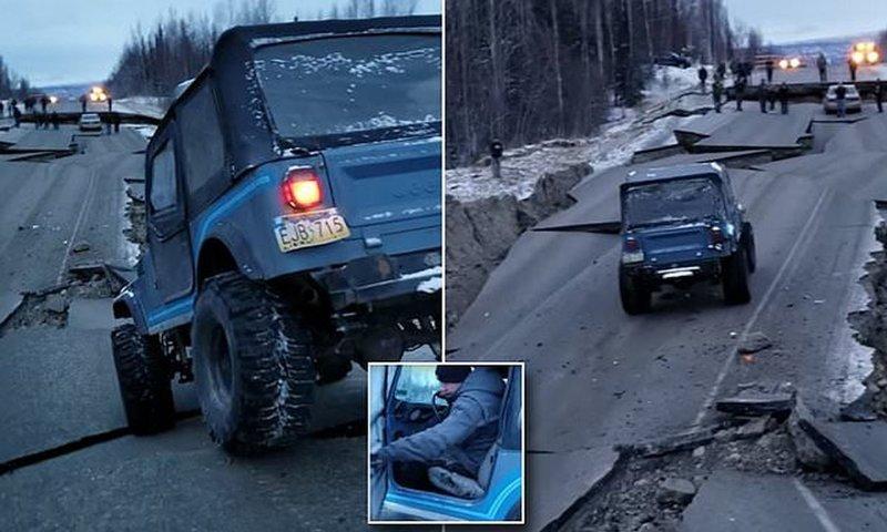 Землетрясение на Аляске: джип пытается проехать по разрушенной дороге