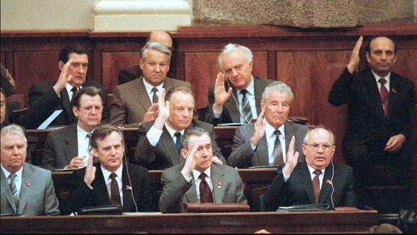 Нищая старость: как выживали члены политбюро в 1990-е
