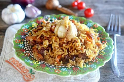 Палови.  Традиционное блюдо народов средней Азии, а в переводе — это плов!