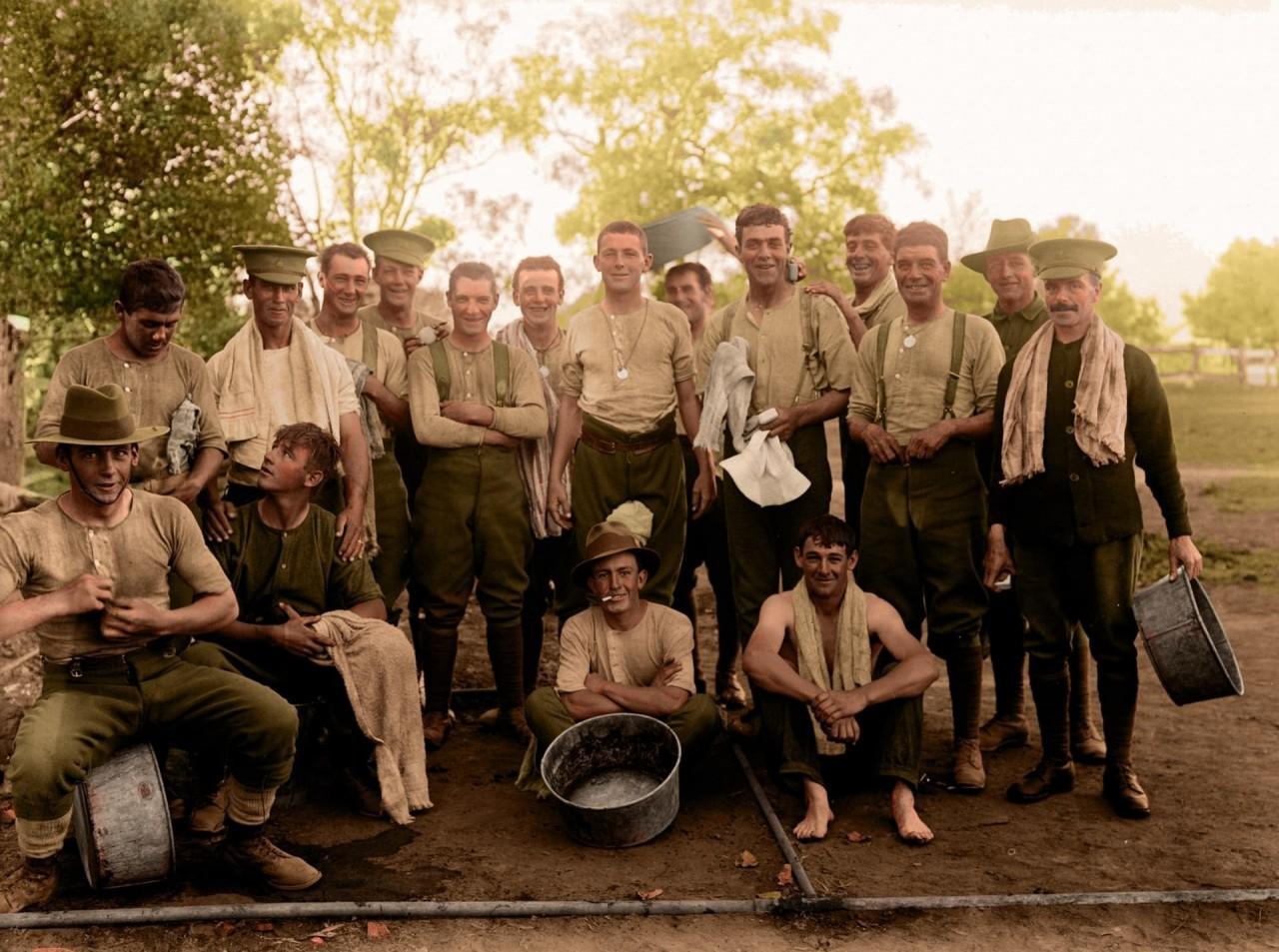 Солдаты Австралийских имперских сил - экспедиционных войск австралийской армии. Перед отправкой на фронт, 1916 г. архивное фото, колоризация, колоризация фотографий, колоризированные снимки, первая мировая, первая мировая война, фото войны